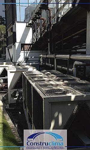 Manutenção em centrais de ar condicionado