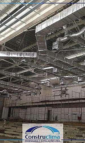Montagem de dutos de ar condicionado