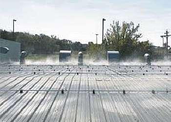 Serviço de resfriar telhado com água